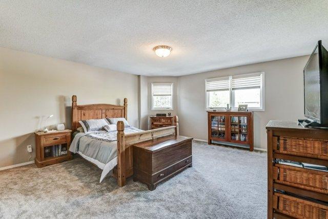 025 95 Essling Hamilton primary bedroom - Recently SOLD on the Hamilton Mountain