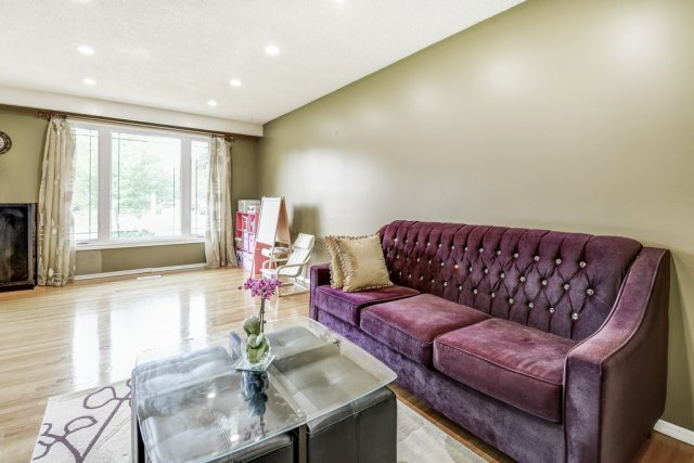 013 164 Bonaventure Hamilton living room4 - Recently SOLD ~ West Hamilton Mountain