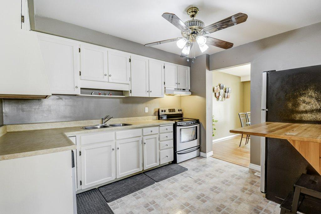 016 164 Bonaventure Hamilton kitchen - Recently SOLD ~ West Hamilton Mountain