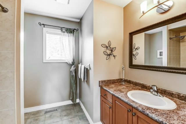 024 151 Joshua Ancaster bathroom - Recently SOLD in Ancaster