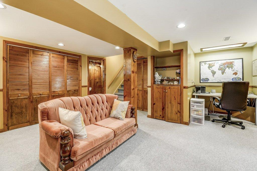 026 164 Bonaventure Hamilton familyroom2 - Recently SOLD ~ West Hamilton Mountain