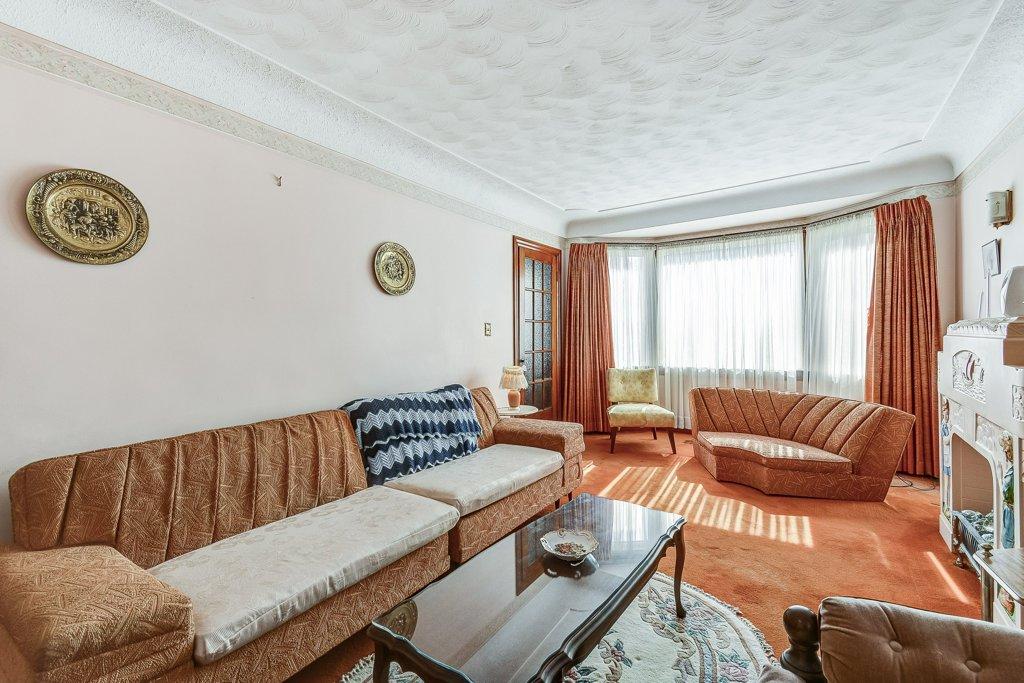 010 220 Glencarry Hamilton living room - Recently SOLD ~ East Hamilton