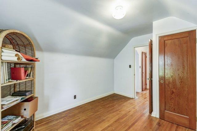 025 220 Glencarry Hamilton bedroom2 - Recently SOLD ~ East Hamilton