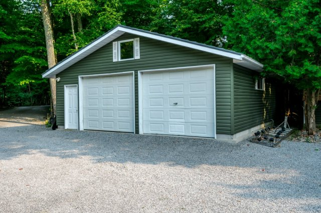 088 26 fire rte 103 bobcaygeon ON garage - WATERFRONT ~ 4 SEASON COTTAGE FOR SALE ON PIGEON LAKE