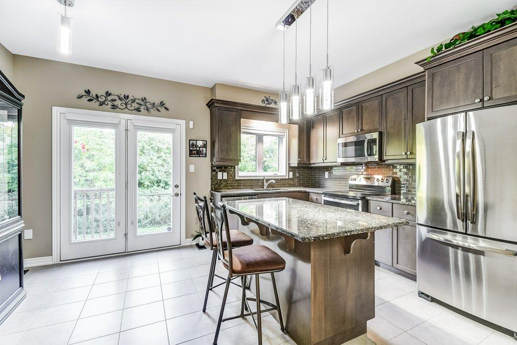 015 144 Echovalley Stoney Creek kitchen - Recently SOLD - Stoney Creek Mountain
