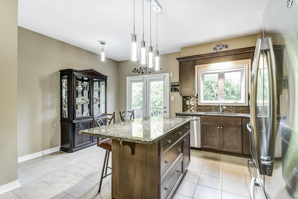 016 144 Echovalley Stoney Creek kitchen2 - Recently SOLD - Stoney Creek Mountain