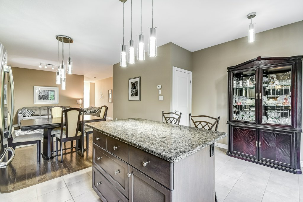 017 144 Echovalley Stoney Creek kitchen dining room - Recently SOLD - Stoney Creek Mountain