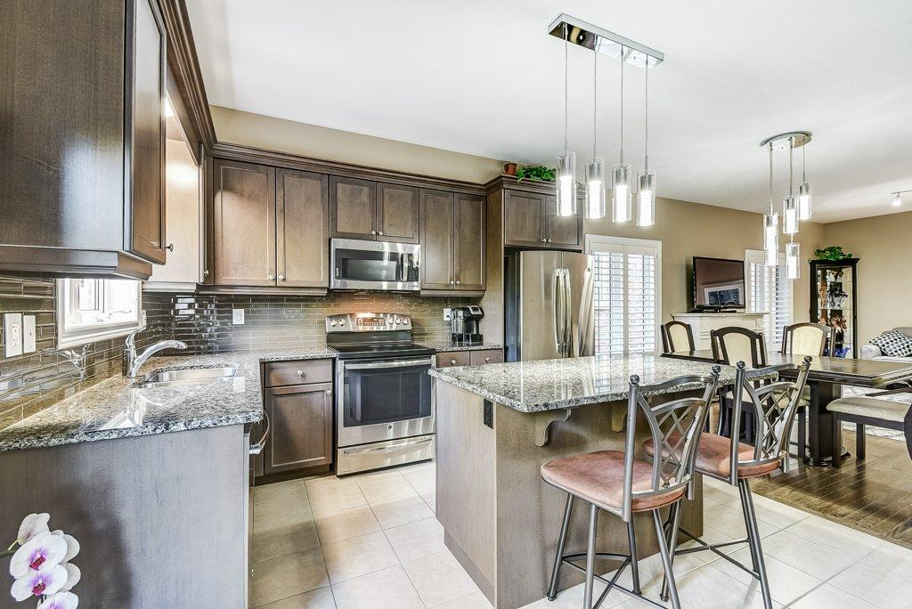018 144 Echovalley Stoney Creek kitchen3 - Recently SOLD - Stoney Creek Mountain