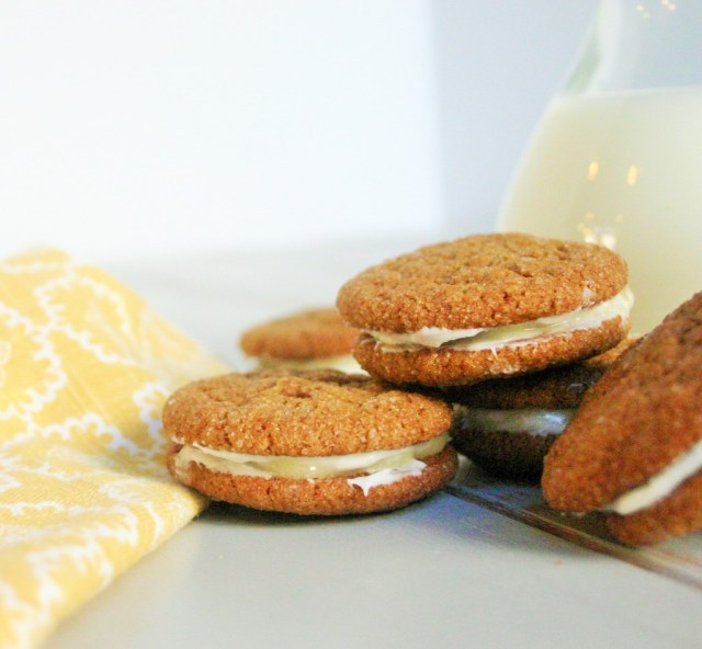 Ginger sandwich cookie with cream cheese and lemon curd