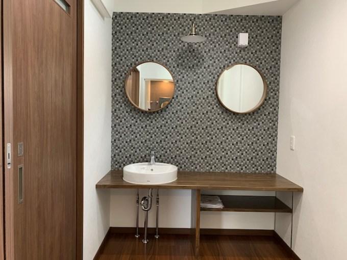 菊川市の注文住宅の造作された洗面ドレッサーの画像