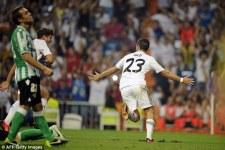 Иско празднует свой первый гол за Реал Мадрид