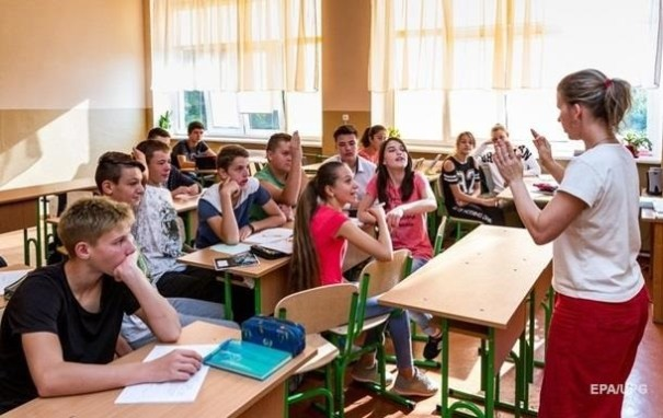 Учебный год в школах в Украине закончится 1 июля
