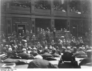 Reichstag, Plenarsitzungssaal. Public Domain. Deutsches Bundesarchiv via Wikimedia Commons