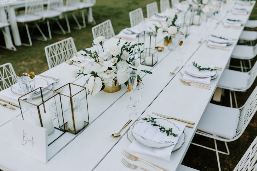 white wedding table decor | The Realationship Project