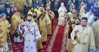 (VIDEO) Înalt Prea Sfințitul Teodosie din nou încalcă toate regulile! Imagini uluitoare de la slujba de Crăciun din Catedrală și oamenii împărtășiți timp de pandemiei