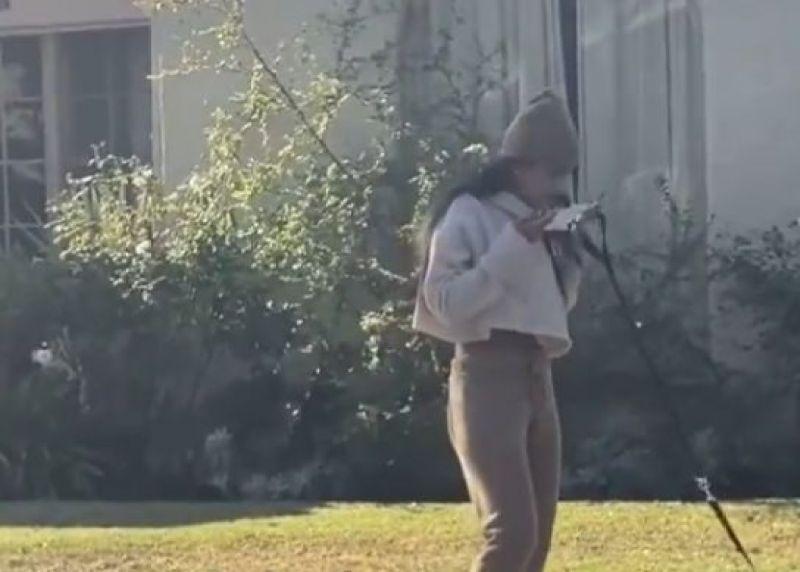 (FOTO) Paparazzi au surprins niște momente uluitoare cu vedeta filmelor XXX, Mia Khalifa. Ce fel de gest scârbos a făcut vedeta cu o mască de protecție?