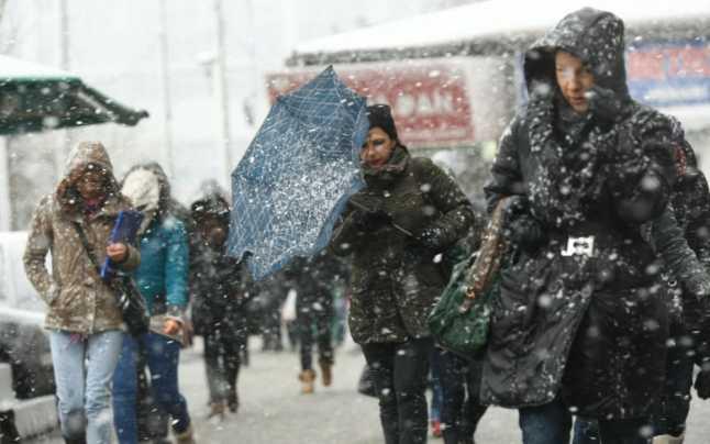Se schimbă complet vremea în România! ANM a prezentat prognoza meteo pentru 26 și 27 decembrie. Vânt, ninsori și ploi puternice