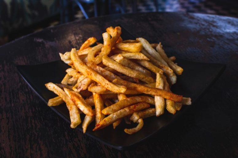Top 5 alimente ce provoacă obezitatea. Chiar acum trebuie sa le scoți din alimentația ta