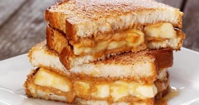 Sandwich-uri cu banane. Un mic dejun sănătos care poate fi făcut în doar 10 minute. Este perfect pentru și pentru copii și pentru adulți