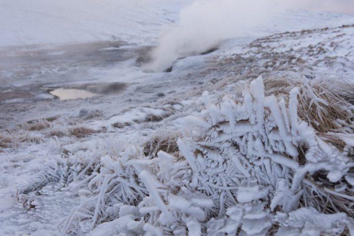 Island v zimě horké prameny v Reykjadalur
