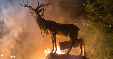 VIDEO: Rioters Set Elk Fountain on Fire in Portland
