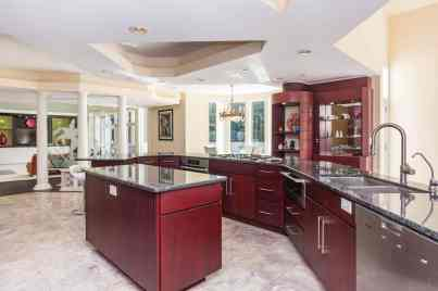 MoreRealEstate-6632_Greywalls_Lane_017_Kitchen