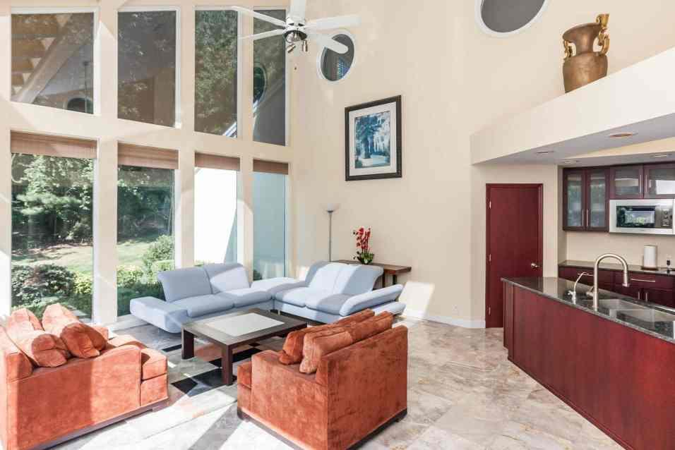MoreRealEstate-6632_Greywalls_Lane_022_Family Room