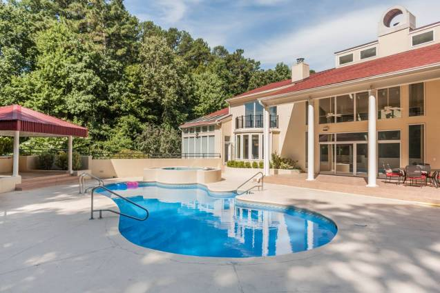 MoreRealEstate-6632_Greywalls_Lane_042_Pool
