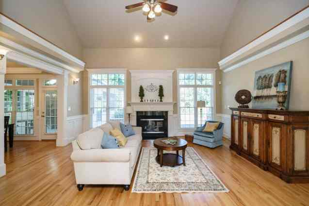 007 - 205 Settlecroft Presented by MORE Real Estate_Family Room