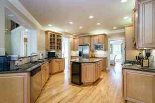 011 - 205 Settlecroft Presented by MORE Real Estate_Kitchen