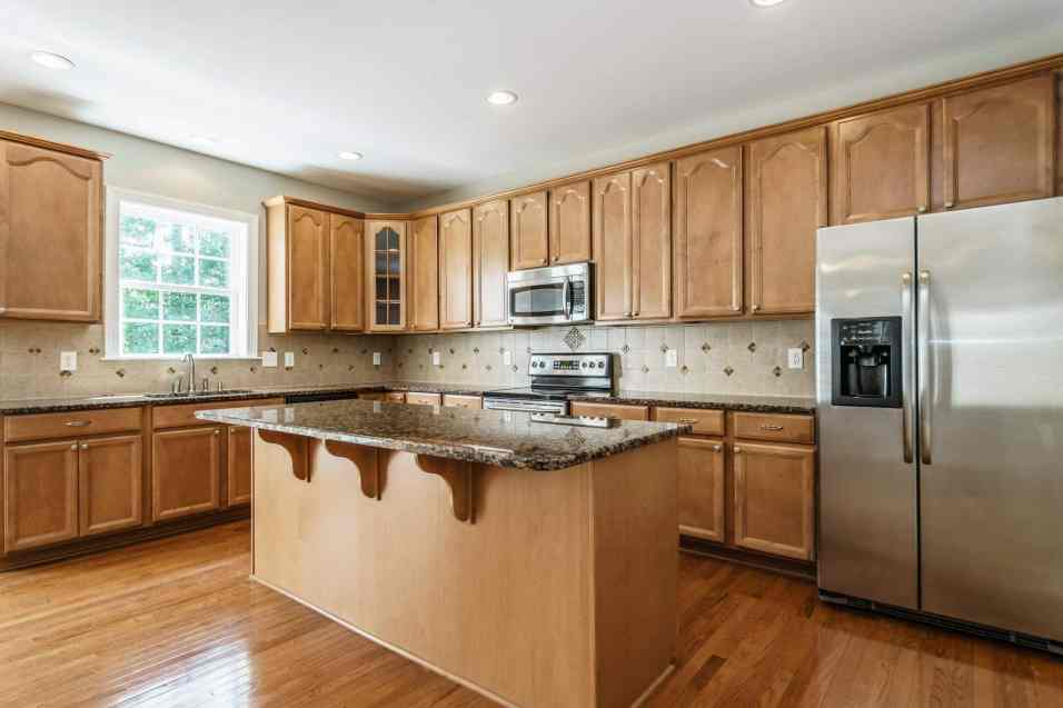 014 - 201 Powers Ferry Presented by MORE Real Estate_Kitchen