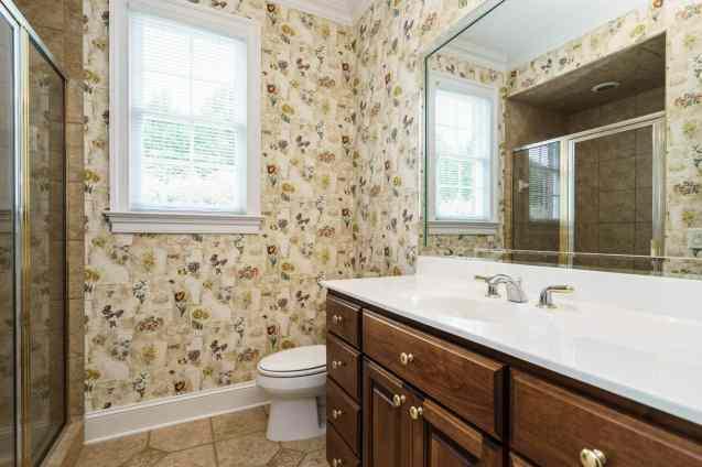 019_2708 Rolling Oaks Lane_ Presented by MORE Real Estate_Bathroom