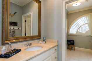 031_10901 Grand Journey Presented by MORE Real Estate_Jack and Jill Bathroom