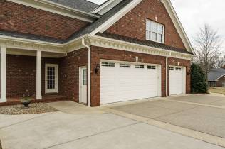 037_2708 Rolling Oaks Lane_ Presented by MORE Real Estate_Garage