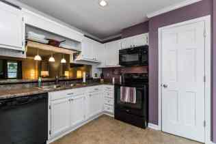 005_Presented by MORE Real Estate_Kitchen
