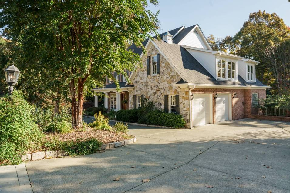049_7109 Haymarket Lane Presented by MORE Real Estate_ Driveway
