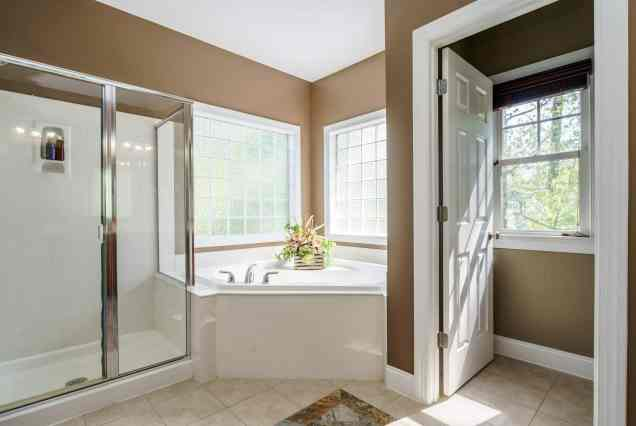 022_424 Waverly Hills Drive Presented by MORE Real Estate_ Master Bathroom