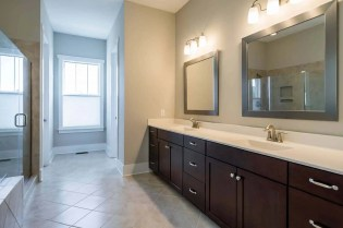 016_5316 Beardall Street Presented by MORE Real Estate_ Master Bathroom