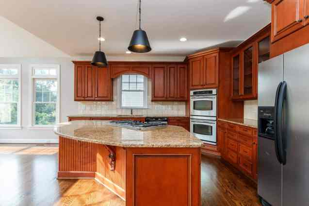 013_12516 Angel Falls Road Presented by MORE Real Estate_Kitchen