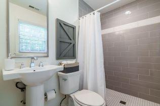 035-1920x1080-owner-bath