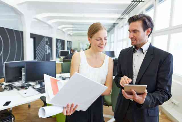 How much does a real estate assistant make?