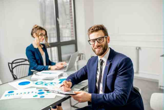 Does a real estate assistant need a license?