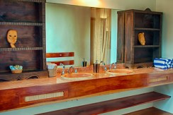 luxury-beachfront-villa-belize-bathroom2-770x386
