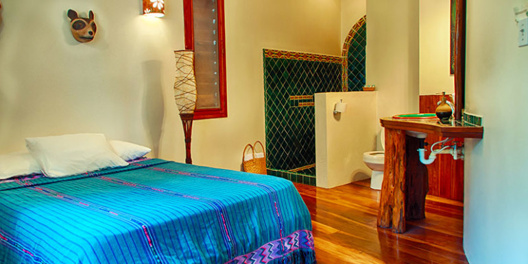 luxury-beachfront-villa-belize-bedroom5-770x386