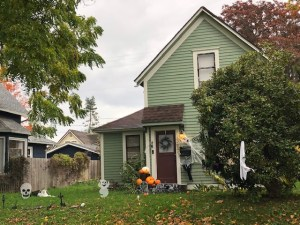 House in Bellingham Washington decorated for Halloween