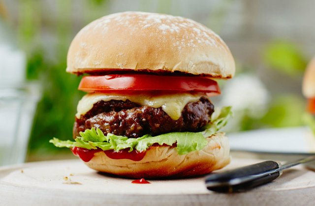 Easy homemade beef burger