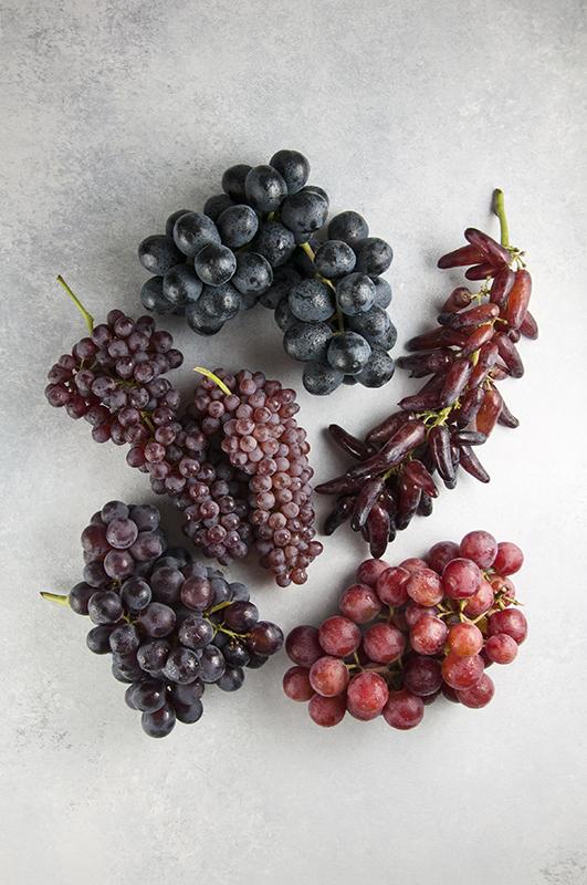 A Visual Guide To Grapes l seasonal variety grapes