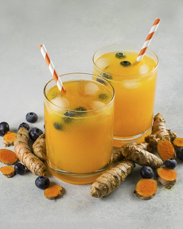 Blueberry Turmeric Lemonade | A delicious, high-antioxidant superfood drink