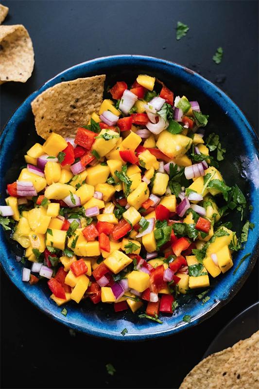 20 Healthy Tailgating Recipes that Score l fresh mango salsa