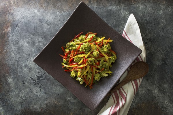 Toasted Romanesco Salad l romanesco salad with bell peppers